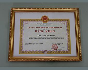 "Merit of the President of the people's Committee of Hanoi City: ""had merits in the movement of Association of Hanoi small and medium enterprises in 2015"""