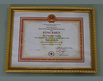 "The merit of the Committee of the Vietnam Red Cross Society for: ""Outstanding achievements in the work of the Association and the Red Cross activities in 2016"""